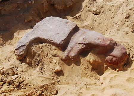 Новая статуя у пирамиды Микерина в Гизе
