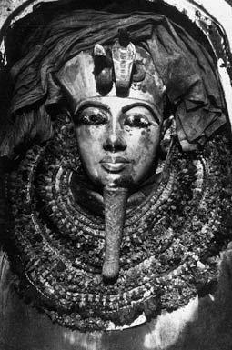 Первая в мире фотография всемирно известного третьего саркофага Тутанхамона