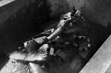 Первая фотография саркофага Тутанхамона.