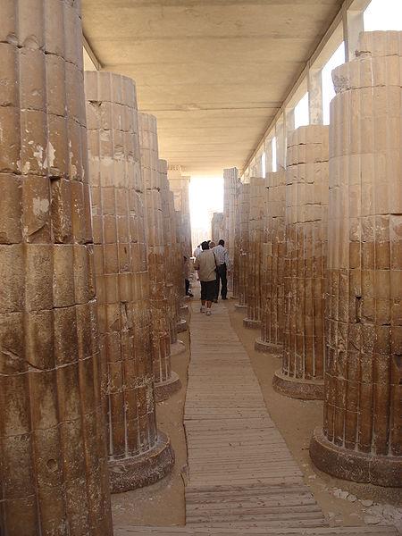 Зал поминального храма комплекса Джосера