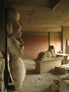 Копия статуи фараона Эхнатона.